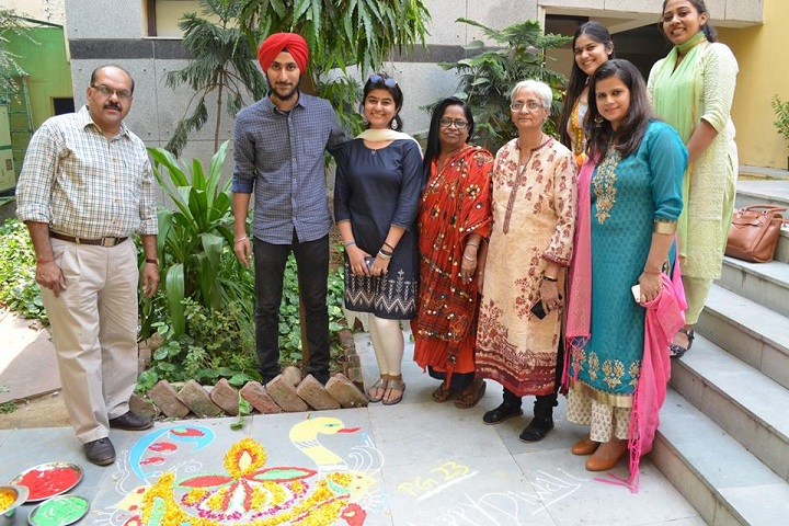 https://cache.careers360.mobi/media/colleges/social-media/media-gallery/1319/2018/12/24/Rangoli Event of Delhi School of Communication New Delhi_Events.jpg